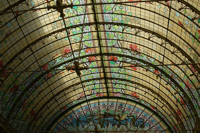 Jardin d'hiver en vitraux colorés