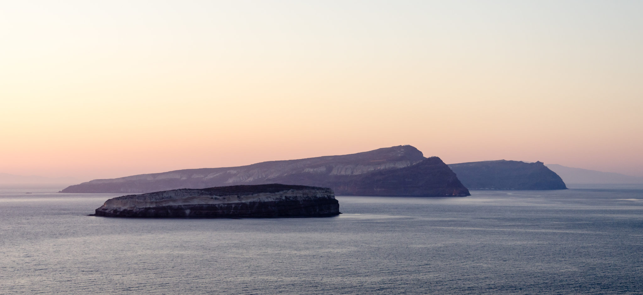 Aspro_-_Nea_Kameni_-_Palea_Kameni_-_Thirasia_-_seen_from_cape_Akrotiri_-_Santorini_-_Greece_-_01