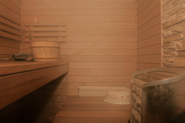 Intérieur de sauna tradiitonnel en bois.
